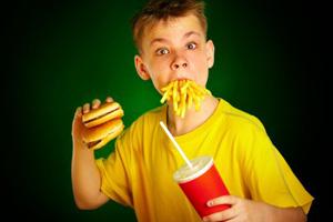 """Hamburger, Pommes und Cola""-Menü (©123rf.com)"