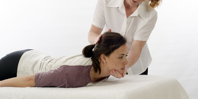 Kinesiologische Behandlung (©123rf.com)