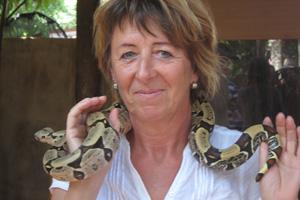 Muttest bei der Schlangenausstellung